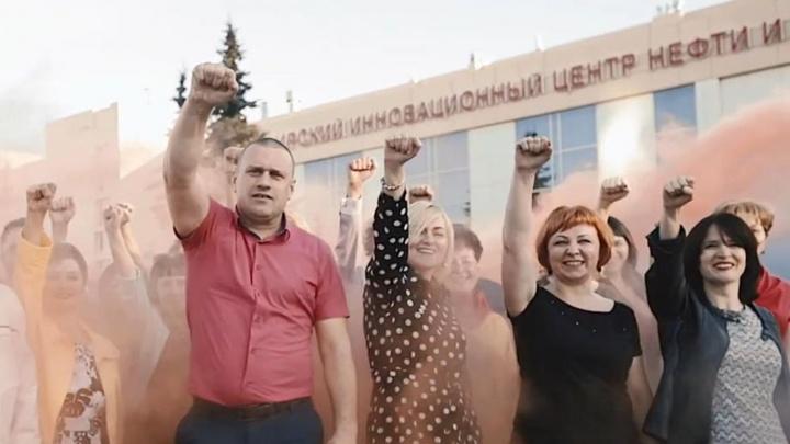 Родители тюменских выпускников перепели Макса Коржа: смотрим клип