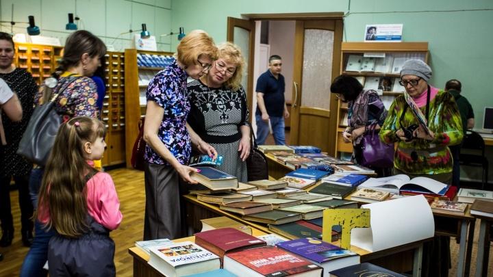 Новосибирцам разрешили ходить в библиотеки в сумерках