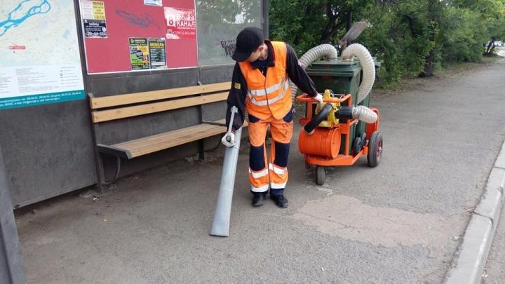 Дорожники в Красноярске собрали пылесос из мусорных баков