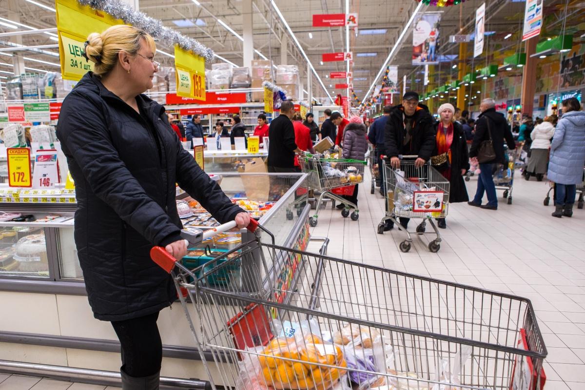 Горожане атакуют ТЦ в поисках дешёвых продуктов