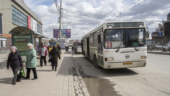 Автобус протащил 100 метров коляску с ребенком на остановке возле «МЕГИ»