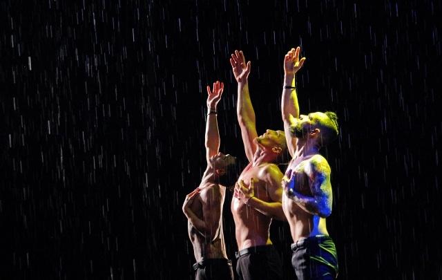 Танцы под дождем: горячие парни из Питера признались в любви уфимкам