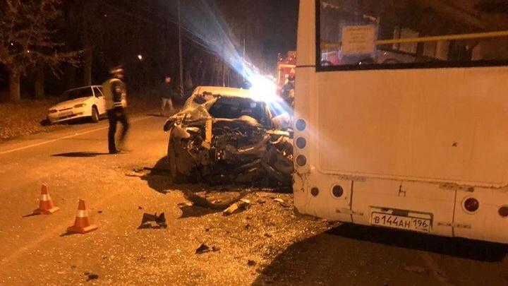 Mazda протаранила автобус в Каменске-Уральском: пострадали 16 человек, четверо из них — дети