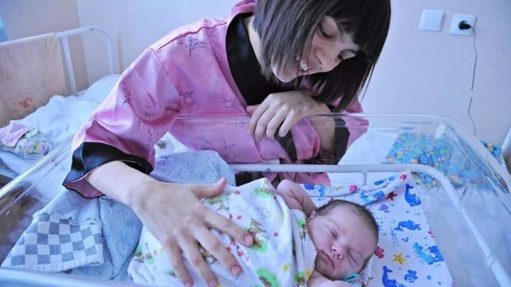 В Самарской области семьям при рождении первенцев будут выдавать комплект детских принадлежностей