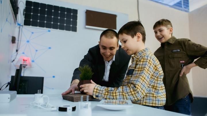 В ТЦ «Июнь» проходит выставка технологий: красноярцы делают селфи с роботами