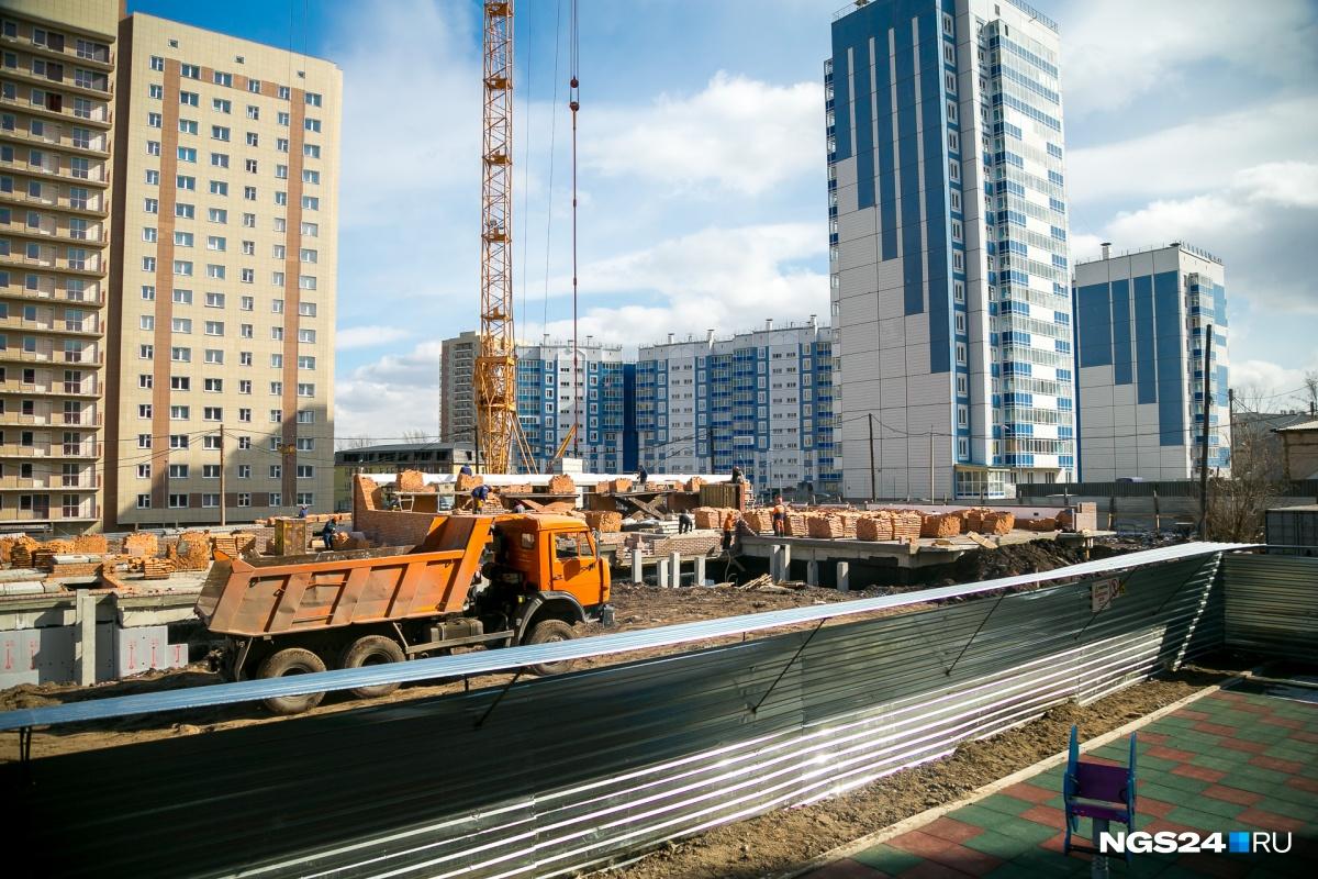 Средняя цена квадрата новостроек Красноярска в марте составила 48 тысяч рублей