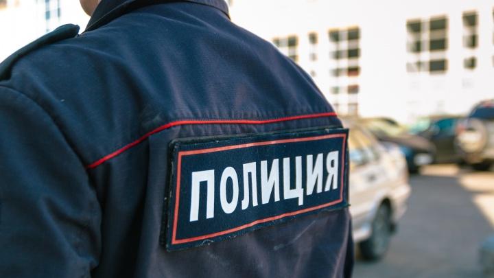 Врали и брали деньги: в Самаре двух правоохранителей уличили в мошенничестве