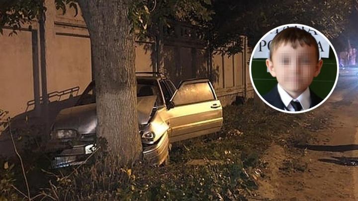 «На дорогах были ямы»: мать мальчика, погибшего в ДТП, винит в его смерти дорожников