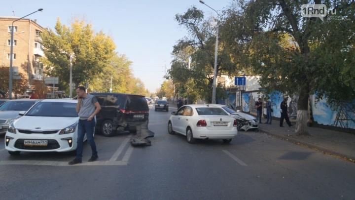 Центр Ростова встал в пробку из-за массового ДТП