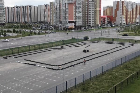 Трассу хотели сделать на парковке, расположенной в створе улиц Дмитрия Менделеева — Николая Фёдорова — Николая Зелинского