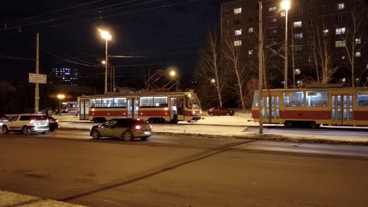 В Пионерском трамвай сбил девушку, для обоих на светофоре горел разрешающий сигнал