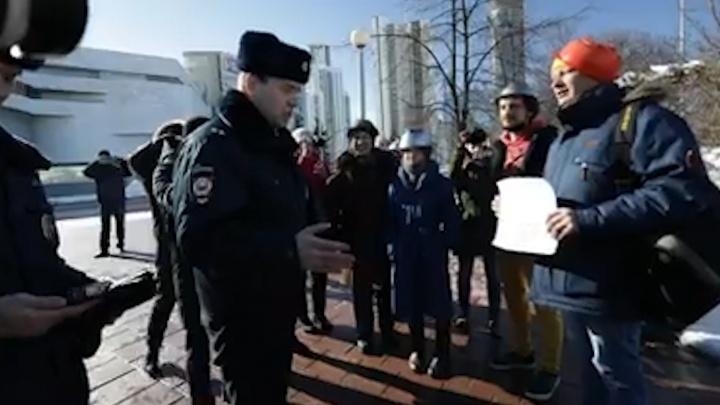 «Дуршлаги охватывают единым умыслом ваше мероприятие»: полицейский — о пикете пастафарианцев у Драмы