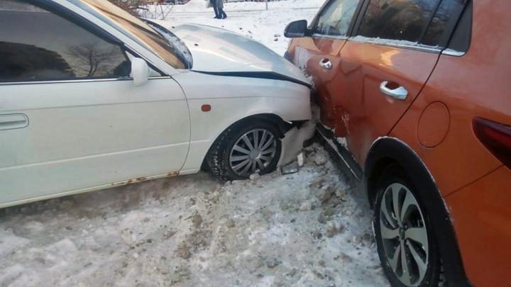 «Что-то тут не чисто»: разбился на нечищеной дороге — сам виноват