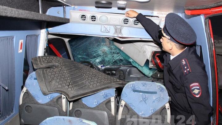«Водитель залипал в телефон»: пассажиры рассказали свою версию аварии автобуса