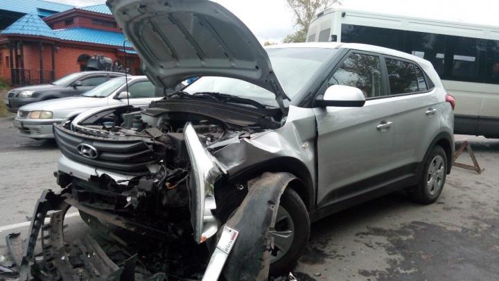 На шоссе Тюнина в Кургане столкнулись легковушки. Пострадали два ребенка