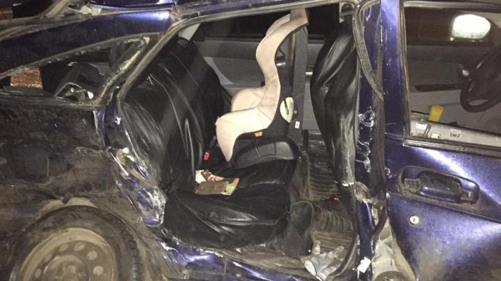 Лоб в лоб: две отечественные легковушки устроили смертельное ДТП на трассе в Башкирии