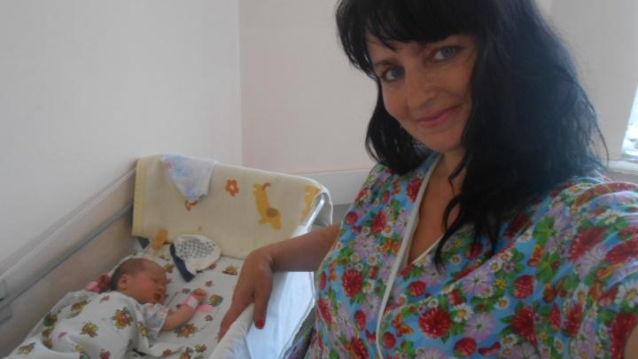 «Я считаю это похищением»: на Южном Урале опека забрала пятерых детей у матери, лежащей в больнице