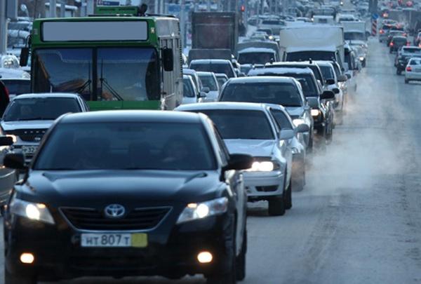 Сломался «Мерседес»: водители встали в пробку возле «Берёзовой рощи»
