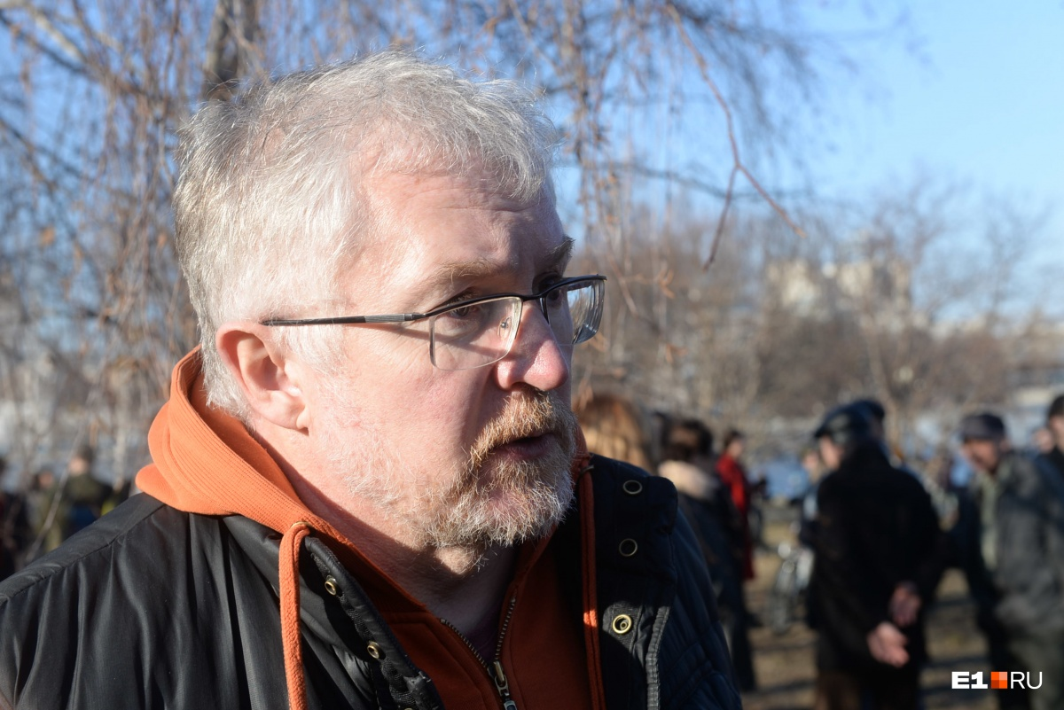 «История с храмом — это из области маркетинга»: екатеринбуржцы — о протестах в сквере у Драмы