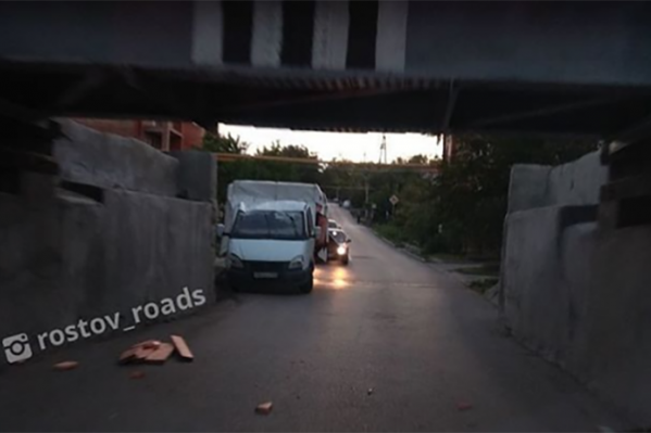 В итоге пострадал кузов грузовика