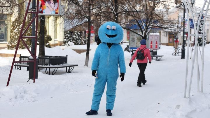 Крем для лица и двое подштанников: работающие на улице челябинцы рассказали, как не околеть в мороз