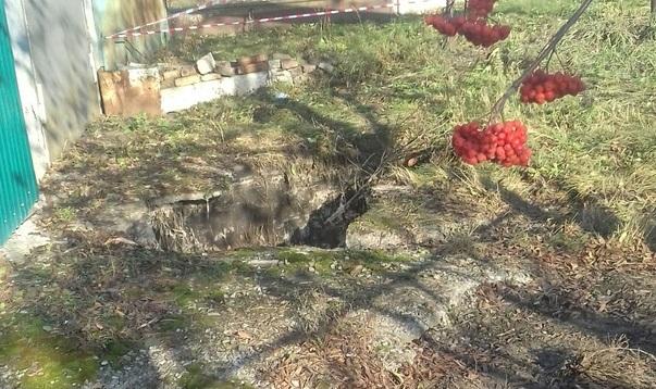 Пока вытаскивали — сломали руку: упавшую в яму с кипятком женщину вытащили соседка и прохожая