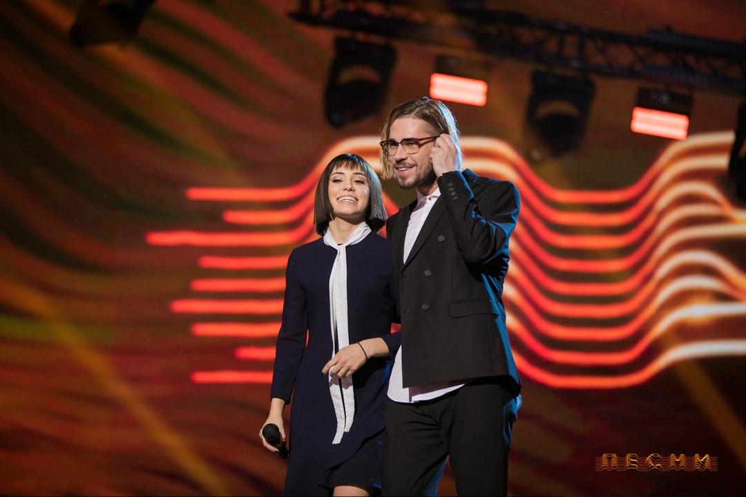 В полуфинале проекта Кристина пела вместе с участником из Владивостока —Максимом СВОБОДА который тоже прошёл в финал. Это уже второе