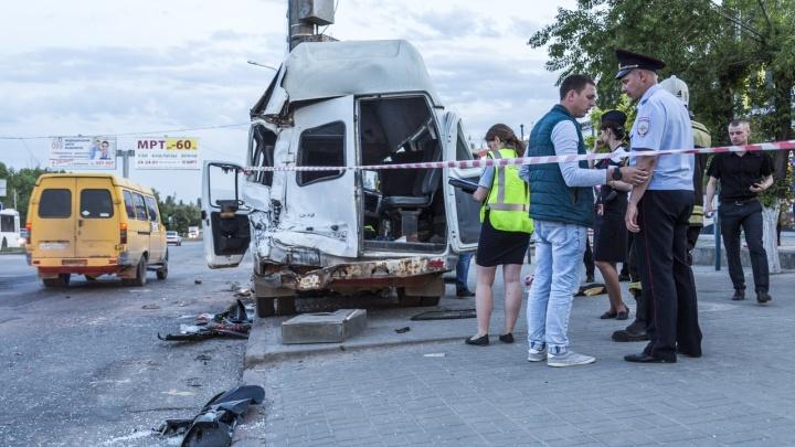 16 пострадали, 4 в тяжелом состоянии: ДТП с маршруткой и МАЗом в Волгограде — в цифрах и фотографиях
