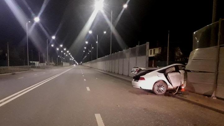 Пятеро в больнице: в ВолгоградеAudi A7 разбилась на трассе из аэропорта