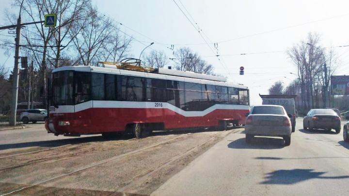 «Где дороги?»: не проедут даже трамваи