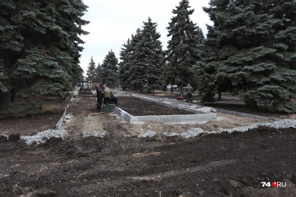 С виду в сквере на Тернопольской работы только начались. Но самые большие претензии — к бульвару Славы и площади Ярославского