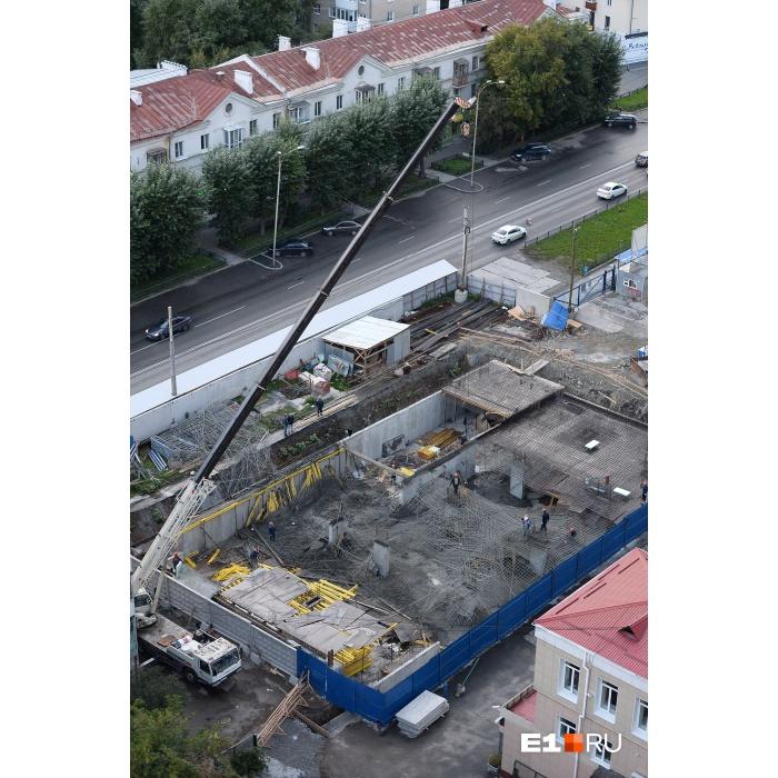 На стройплощадке ЖКiTower обвалилась металлическая арматура, жителей напугал грохот