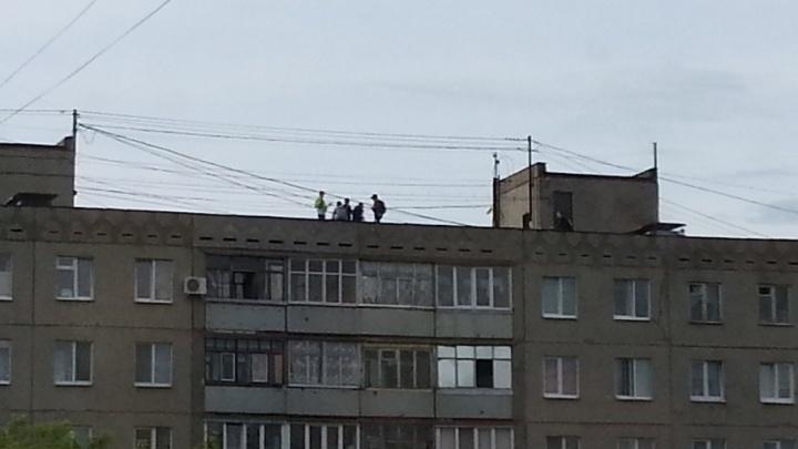 Опасные забавы: В Уфе на крыше девятиэтажки гуляли подростки