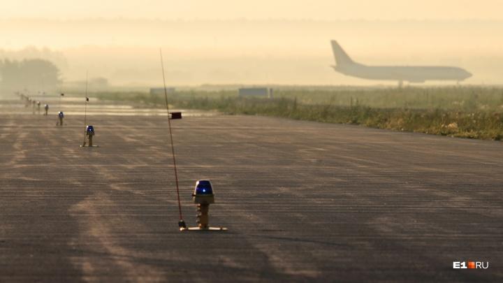 Из-за плохой погоды несколько самолётов не смогли сесть в Кольцово и ушли на запасные аэродромы
