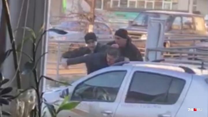В «Визит» — с пистолетом: в Челябинске скрутили молодого мужчину, угрожавшего парикмахерам