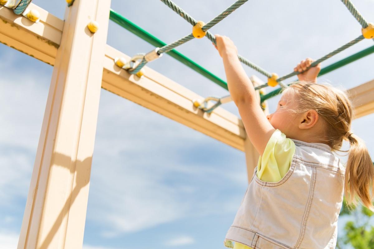 Делаем детскую площадку на даче