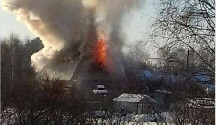 Под Тюменью во время пожара чуть не задохнулись маленькие дети