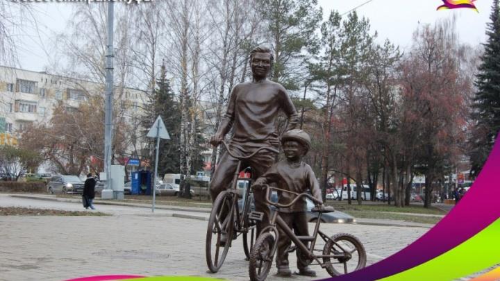 В Уфе установили памятник велосипедистам