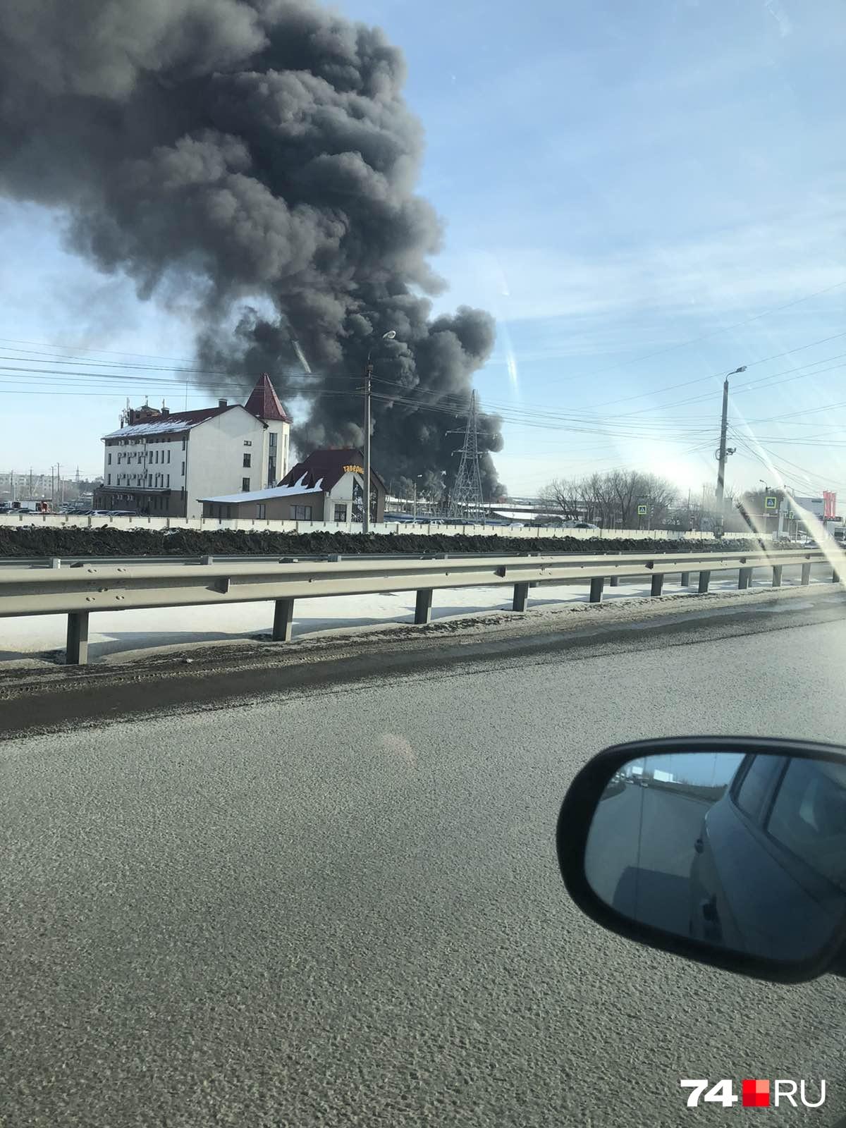 Около загоревшегося здания невозможно дышать