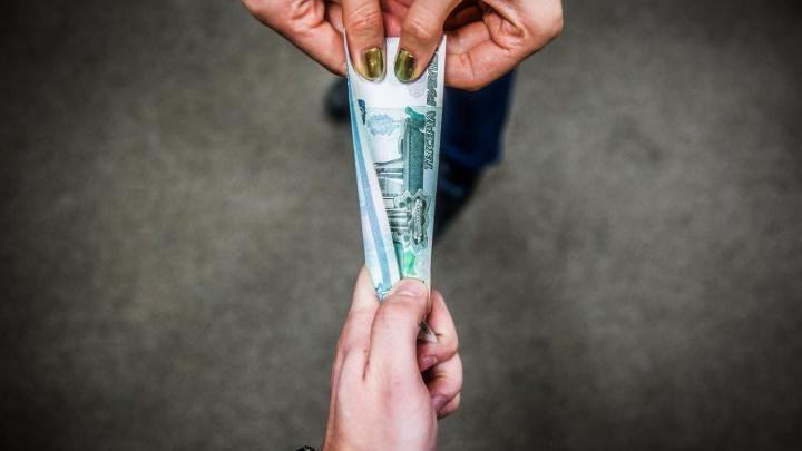 «Денег на выдачу вкладов нет»: новосибирцы наткнулись на закрытые двери столичного банка