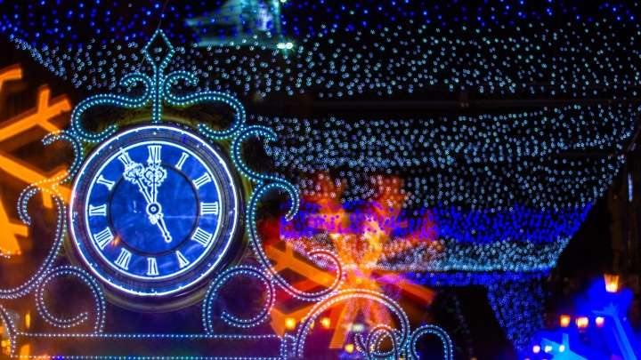 В Самаре кроны деревьев украсят светящимися звездочками, а столбы — «люстрами»
