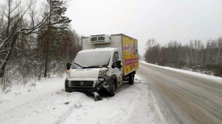 Водитель спровоцировал на трассе аварию с двумя грузовиками и скрылся