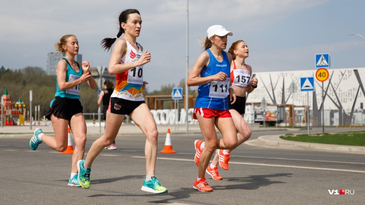 Бегут все: атлеты со всей России готовятся к «интригующему» забегу по центру Волгограда