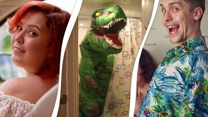 Семья тусовщиков из Тюмени прославилась на всю страну, создав вирусное объявление с динозавром