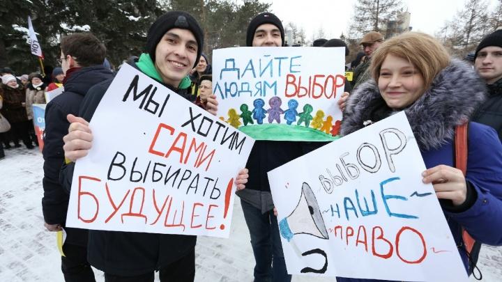 С лозунгами среди тефтелевых куч: в Челябинске прошёл митинг за возврат прямых выборов мэра