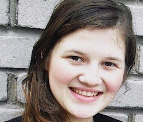 Волонтёры попросили помощи в поиске девушки с тёмно-карими глазами