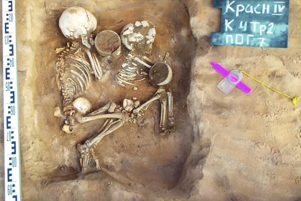 В захоронениях бронзового века люди лежат на боку