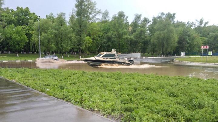 Жители Волгаря обнаружили под своими окнами новую реку