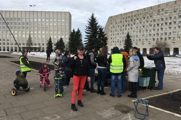 Екатерина Цветкова после судебного заседания пришла на площадь Ленина, чтобы поддержать участников бессрочной акции протеста