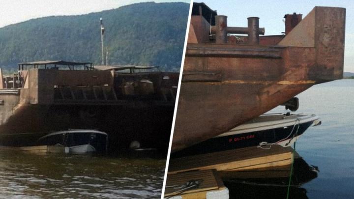 Экипаж баржи, которая раздавила катера, попал под уголовную статью